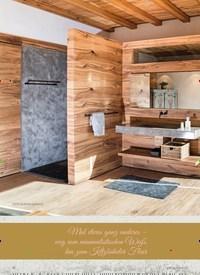 """Titelbild der Ausgabe 1/2021 von BAD STORY: Die Inszenierung """"Holz"""" raffniert kombiniert mit Betonoptik. Zeitschriften als Abo oder epaper bei United Kiosk online kaufen."""