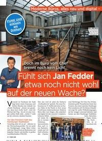 Titelbild der Ausgabe 26/2019 von Reportage: Doch im Büro vom Chef brennt noch kein Licht: Fühlt sich Jan Fedder etwa noch nicht wohl auf der neuen Wache?. Zeitschriften als Abo oder epaper bei United Kiosk online kaufen.