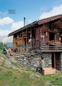 Titelbild der Ausgabe 1/2021 von Janis Pönisch & Sarah Kofler: Bergmenschen: Das Glück des Wenigen. Zeitschriften als Abo oder epaper bei United Kiosk online kaufen.